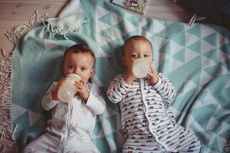 Breastfeeding vs Formula for Newborns—What's The Better Choice